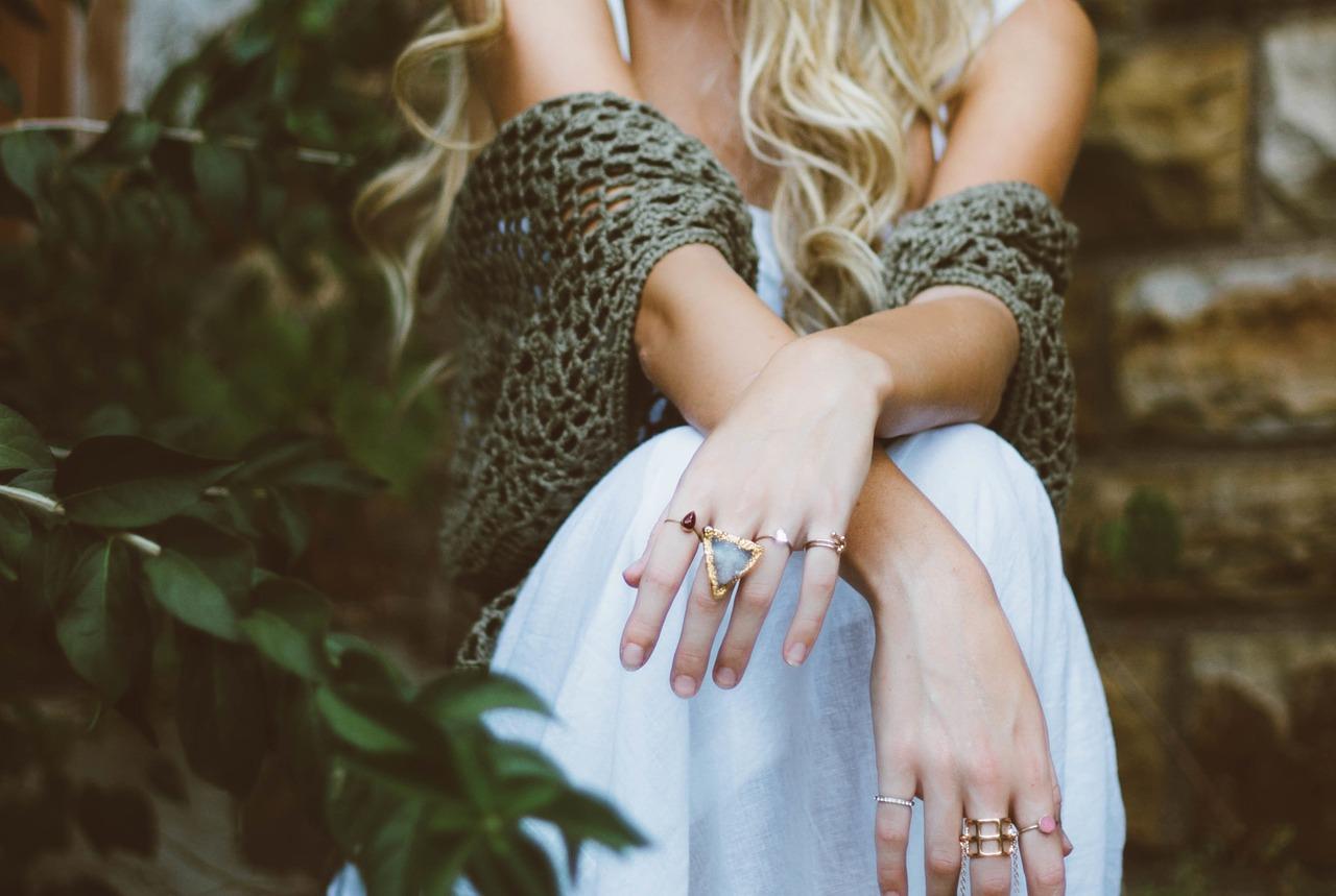 anillos-oro-zafiro-azul